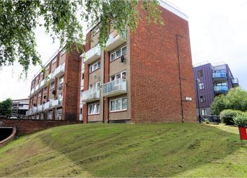 Thumbnail 2 bed flat for sale in Victoria Road, Hendon