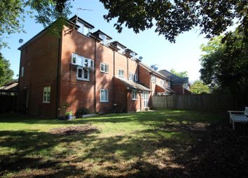 Thumbnail 2 bedroom flat for sale in Wingrove Road, Reading