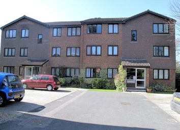 Thumbnail 1 bed flat to rent in Sequoia Park, Crawley