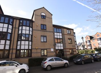 Thumbnail 3 bed flat for sale in Swan Place, Reading
