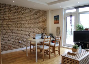 4 bed flat to rent in Fellows Court, Weymouth Terrace, London E2