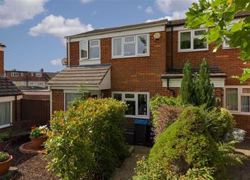 Angus Close, Chessington, Surrey KT9. 3 bed end terrace house