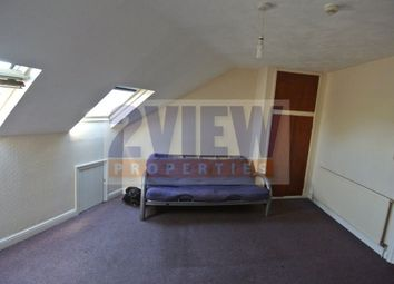 Thumbnail 6 bed flat to rent in The Crescent, Leeds, West Yorkshire