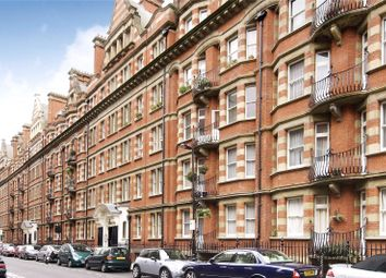 Clarence Gate Gardens, Glentworth Street, London NW1. 3 bed flat