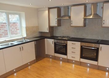 Thumbnail 8 bed terraced house to rent in Estcourt Terrace, Leeds