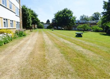 Thumbnail 2 bedroom flat to rent in Avenue Road, Epsom