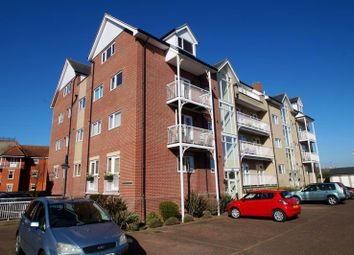 2 bed flat to rent in Vista Road, Clacton-On-Sea CO15