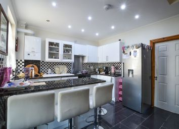 Thumbnail Room to rent in Roslyn Road, London