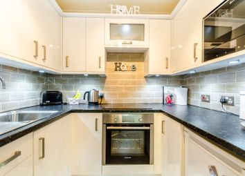 Thumbnail 1 Bed Flat For Sale In Park Avenue Bromley