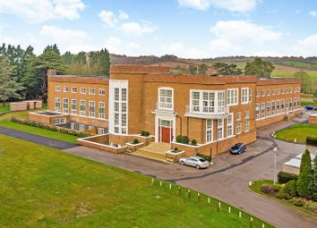 Wycombe Road, Saunderton, High Wycombe HP14. 2 bed flat for sale