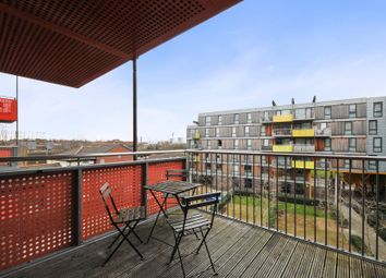 Thumbnail 3 bed flat to rent in Queensbridge Road, Haggerston