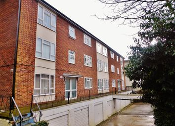 2 bed flat to rent in Silverdale Court, Silverdale Road, Southampton SO15