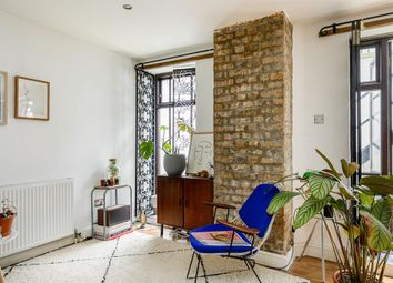 Ark Court, Alkham Road, London N16. 2 bed flat for sale