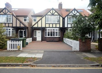 Room to rent in Sandbourne Avenue, Merton Park, London SW19