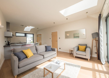 Thumbnail 2 bed flat to rent in Calton Road, Old Town, 8Dp