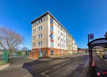 2 bed flat to rent in Derwentwater Road, Gateshead NE8