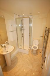Thumbnail 7 bed town house to rent in Spear Road, Southampton, Hampshire