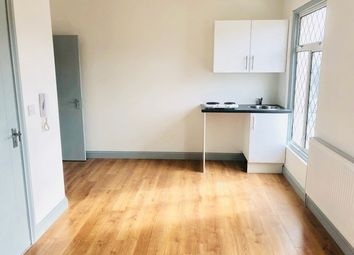 Thumbnail Studio to rent in Bensham Lane, Thornton Heath