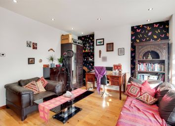 2 bed property for sale in Hall Street, London, Middx N12