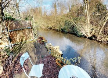 Thumbnail 2 bed cottage for sale in Waterside, Kings Langley