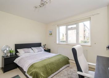 2 bed flat to rent in Beaconsfield Close, Chiswick, London W4