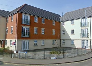 2 bed flat to rent in Rawlyns Close, Chafford Hundred, Grays Essex RM16