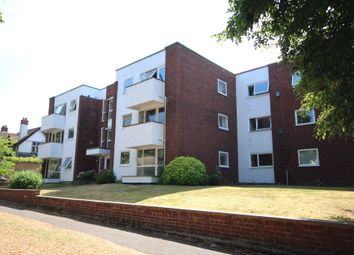 Thumbnail 2 bed flat to rent in East Road, Maidenhead