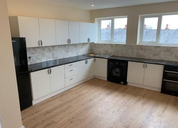 2 bed flat to rent in Oldham Street, Hyde SK14