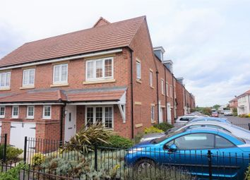 Thumbnail 2 bed town house for sale in Trent Lane, Newark