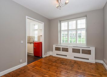 Thumbnail Flat to rent in Holly Lodge Mansions, Highgate N6,