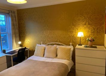 Room to rent in Room 2, 3 College Road, Guildford GU1