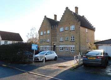 2 bed flat to rent in Fore Street, Laindon, Basildon SS15