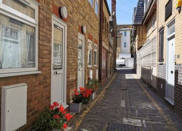 1 bed terraced house to rent in Bethnal Green Road, Shoreditch, London E2