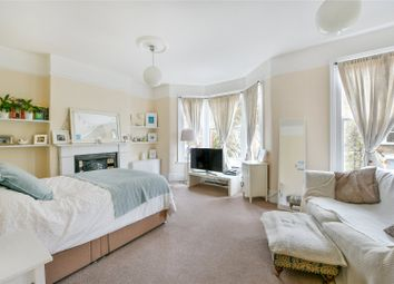 2 bed maisonette to rent in Eynham Road, London W12