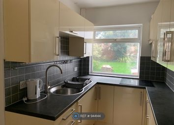 3 bed flat to rent in Red Lion Road, Tolworth, Surbiton KT6