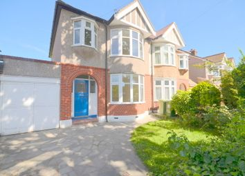 3 bed property to rent in Oak Avenue, Upminster RM14