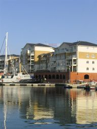 Hamilton Quay, Sovereign Harbour North, Eastbourne BN23. 2 bed flat
