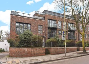 Thumbnail 3 bed flat for sale in Heath Cut Lodge, North End Way, Hampstead