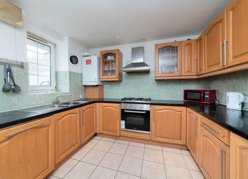 3 bed flat to rent in Hollybush House, Hollybush Gardens, Bethnal Green, London E2