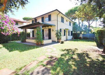 Thumbnail Villa for sale in Marina di Pietrasanta, Lucca, Tuscany, Italy
