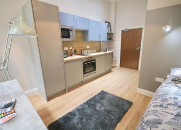 Thumbnail 6 bed flat to rent in Guildhall Walk, Portsmouth
