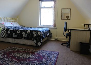 Room to rent in Madeley Road, London W5