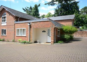 Thumbnail 1 bedroom flat to rent in St. Peters Avenue, Caversham, Reading