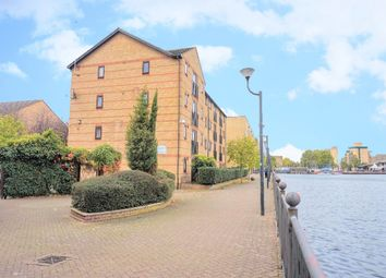 Thumbnail 2 bed flat for sale in Ringwood Gardens, London