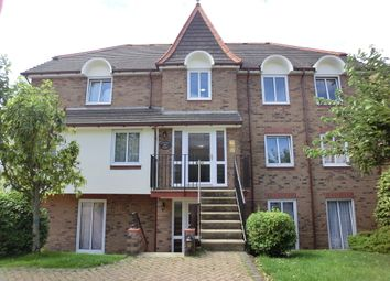 Thumbnail 2 bedroom flat to rent in Old Road East, Gravesend