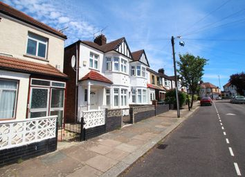 Thumbnail 1 bed flat to rent in Lyndhurst Road, Wood Green
