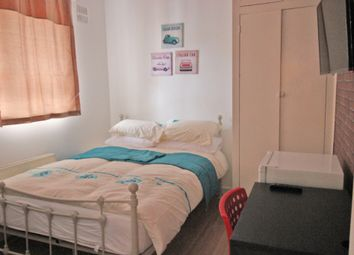 Thumbnail Room to rent in Wheler House, Quaker Street, London
