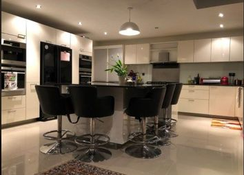 Thumbnail Room to rent in Derwent Avenue, London