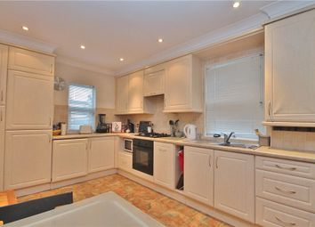2 bed maisonette to rent in Richmond Crescent, Staines-Upon-Thames, Surrey TW18