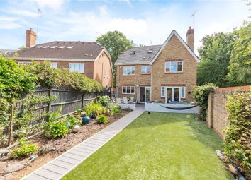 Queens Ride, Crowthorne, Berkshire RG45. 5 bed detached house